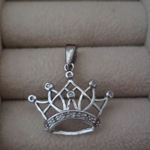 Crown pendant silver with diamond accent